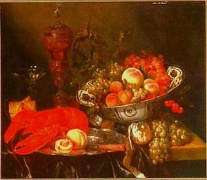 Stilleven met bokaal, porseleinen schaal met vruchten een een kreeft op een donker (paars) kleed