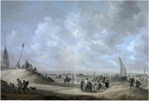 Uitgebreid strandgezicht bij Scheveningen