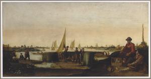 Uitgestrekt polderlandschap met vissers en hun boten, een zittend paar in de voorgrond
