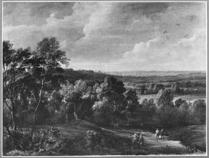 Heuvellandschap met bos en wandelaars