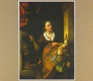 Vrouw in vensteropening met koperen pot, kool en dood konijn