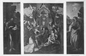 De H. Johannes de Doper (links), De H. Familie omringd heiligen en engelen (midden), de H. Johannes de Evangelist (rechts)