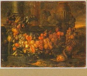 Guirlande van vruchten tussen een zuil en een urn, met op de voorgrond een papegaai en een eekhoorn