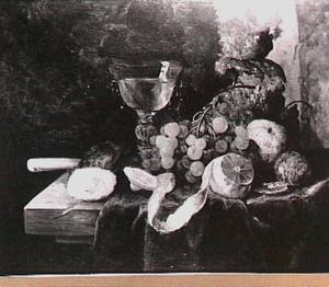 Stilleven met fruit, geschilde citroen, oester en