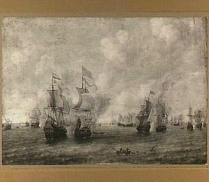 Zeeslag met in de voorgrond een gezonken schip waarvan slechts de top van de mast nog boven water steekt