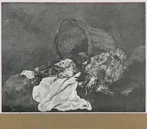 Stilleven van gevogelte naast een omgevallen rieten mand