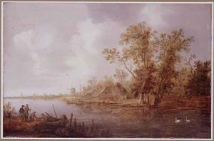 Rivierlandschap met dorp en molen op de achtergrond