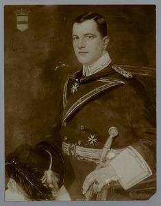 Portret van W.H. baron Taets van Amerongen tot Renswoude in Johannieteruniform
