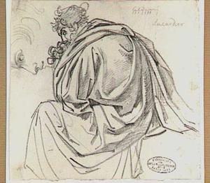 Zittende man gehuld in draperie en kop van een man