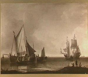 Diverse schepen voor de kust