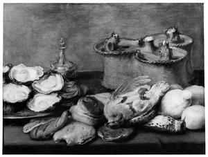 Stilleven met oesters, gevogelte en een pastei