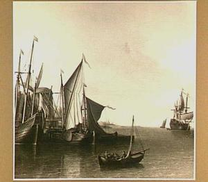 Schepen in een haven met rechts een molen