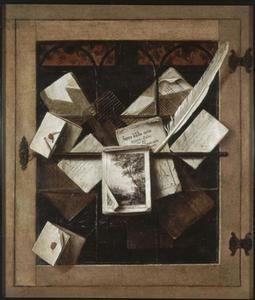Trompe l'oeil van een glas-in-loodraam met brieven en drukwerk