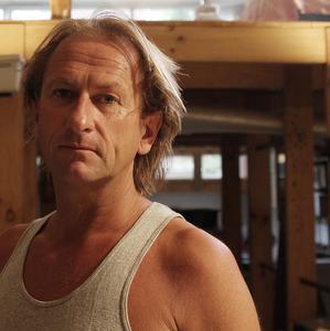 Portret van Harald Vlugt in zijn atelier