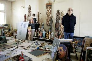 Reinier Lucassen in zijn atelier