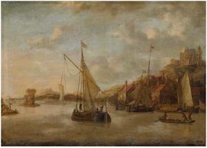 Riviergezicht met schepen, havenplaats en kastelen in de achtergrond
