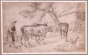 Herder met vier koeien bij boerderij