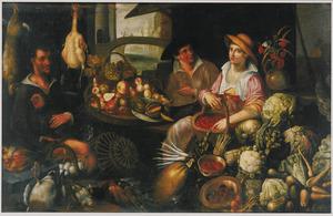 Man en twee jonge vrouwen met mand kersen in een marktstal met uitstalling van groenten en vruchten