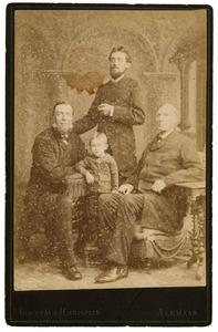 Portret van Dirk Breebaard (1835-1908), Klaas Breebaard (?-?) en een onbekende man en jongen