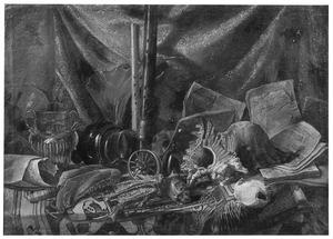 Stilleven met muziekinstrumenten, bladmuziek, vazen en twee grote schelpen op een tafel