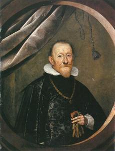 Portret van een man een gouden ketting dragend