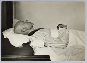 Portret van de overleden kunstenaar H.J. Haverman (1857-1928)