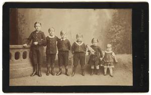 Portret van de kinderen van Willem Cornelis Jeltes (1838-1902) en Elisabeth Catherina Louise Schimpf (1852-1891)