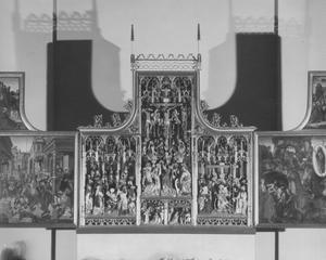 Christus in Gethesame, Christus voor zijn berechters (binnenzijde linkerluik); Ecce Homo, de kruisiging, de bewening, de annunciatie, de aanbidding (middendeel); De graflegging, de opstanding, de Hemelvaart (binnenzijde rechterluik)