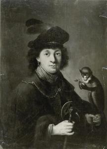 Portret van een man in fantasiekleding met een bijl en een aap