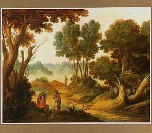 Boslandschap met twee pratende reizigers op een pad