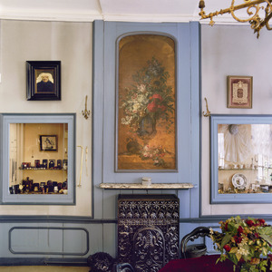 18de eeuwse schoorsteenbetimmering met een bloemstilleven