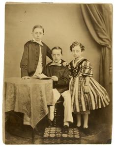 Portret van Jacob Roeters van Lennep (1848-1920), Gerrit Jan Adriaan Roeters van Lennep (1850-1911) en Johanna Hermina Roeters van Lennep (1851-1924)