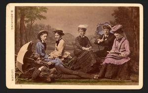 Groepsportret met Hugo Gevers (1858-1921) en Agneta Hendrika van de Poll (1857-1933)