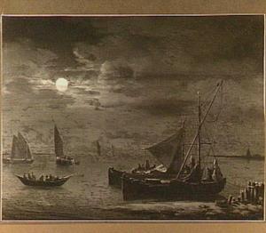 Nachtgezicht op een binnenwater met op de voorgrond twee schepen voor anker