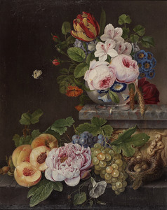 Een vaas met bloemen op een plint met een relief met putti en lager gelegen stenen plint met fruit en een vogelnest