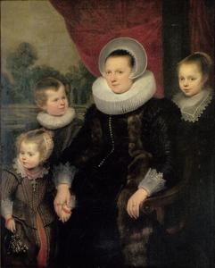 Portret van een vrouw in een armstoel met drie kinderen
