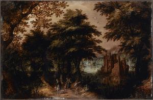 Boslandschap met ruiter en wandelaars op een pad langs een slotgracht