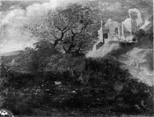 Landschaap met boomstronk en ruïne