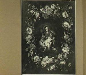 Bloemenkrans rond een voorstelling van de Heilige familie met Johannes