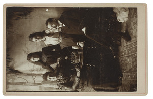 Portret van Dirk Matthijs Spoor (1852-1930), Christina Theresia Alida Thämer (1854-1920) en hun dochters