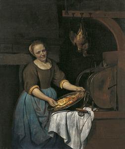 Keukenmeid met een schotel met vis
