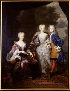 Portret van Maria Louise van Hessen -Kassel (1688-1765) met haar kinderen Amalia (1710-1777) en Willem IV van Oranje-Nassau (1711-1751)