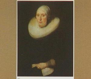 Portret van een vrouw met een handschoen in haar linkerhand