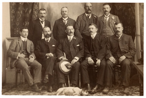 Portret van Frans Jacob Broers (1867-1928) en andere bestuurders