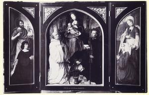 Schenker met H. Johannes de Doper (linkerluik); Tronende Madonna met H. Bernardus en H. Benedictus (middendeel); Schenkster met H. Lucia (rechterluik); Op de buitenzijden van de luiken: De Dood en Een gierigaard