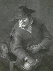 Pijprokende man met een wijnkan, zittend op een bank, naast hem een kind