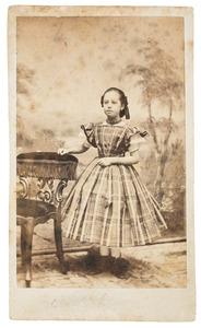 Portret van een meisje, waarschijnlijk uit familie Maes