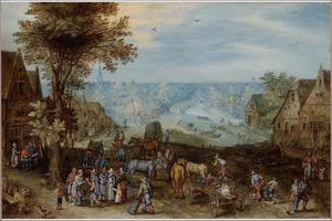 Dorpsgezicht met rustende reizigers bij een herberg, een weids landschap in de achtergrond