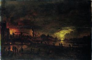 Brandende stad bij volle maan