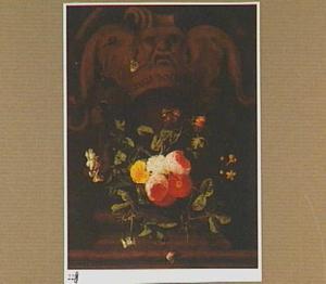 Boeket van bloemen in een stenen cartouche